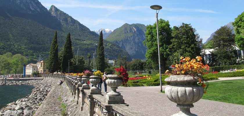 italy_lake-garda_riva_promenade-view.jpg